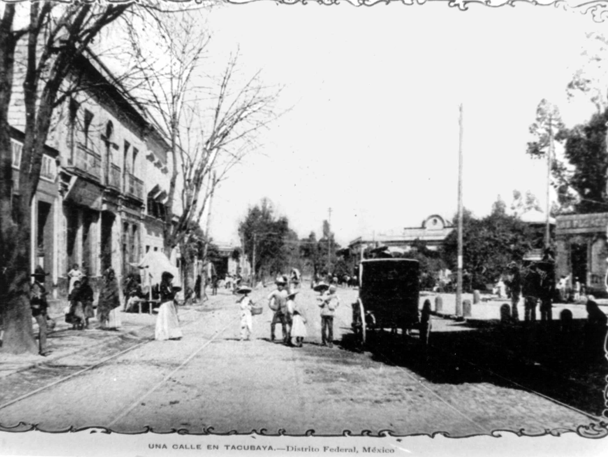 Vista de una calle en la zona de Tacubaya de la Ciudad de México en la década de los 30 del siglo XX.