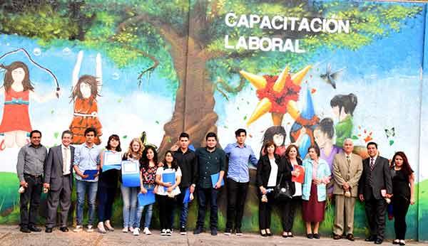 Alumnos de la FES Cuautitl�n restauraron 17 muros perimetrales de la FADEM, sobre los cuales pintaron im�genes representativas que buscan emprender una reflexi�n encaminada a fomentar y promover la cultura de la donaci�n.